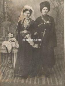 Молодожены Малаевы Семен и Зинаида (Янхотова)